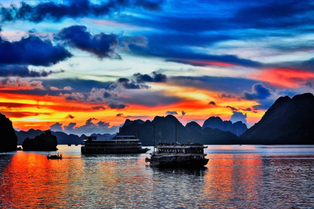 halong bay cruising - team building activities