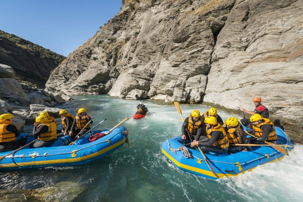 whte water rafting team building activities in queenstown